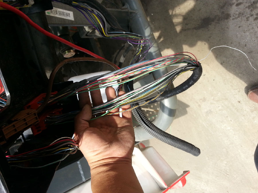 重汽天然气事故车维修过程分析
